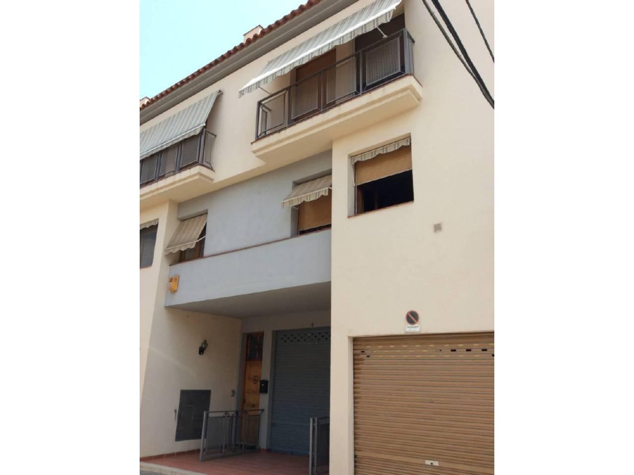 Casa  Calle roi i gelpi. Superf. 228 m², útil 199 m²,  3 habitaciones ( 1 suite,  2 indiv