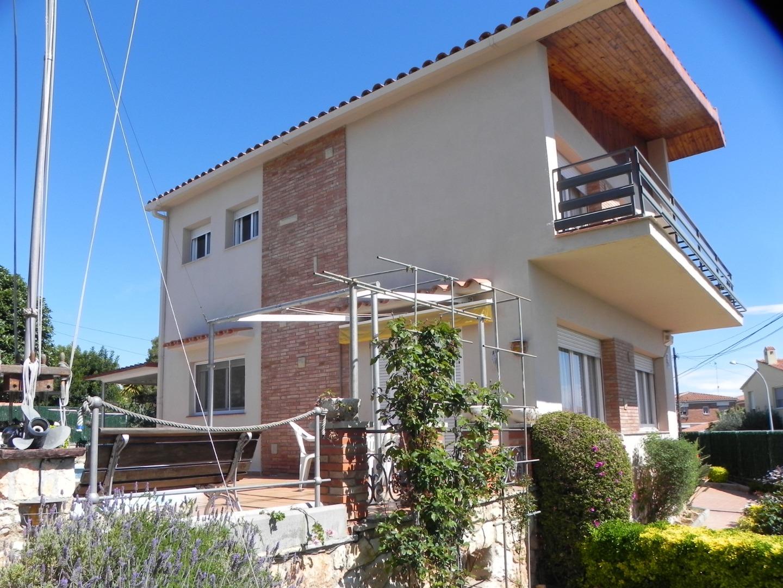 Casa  Torredembarra, zona de - torredembarra. Exclusivo chalet a cuatro vientos en parcela esquinera de 634 me