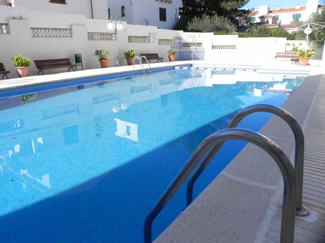 Piso  Torredembarra, zona de - torredembarra. Apartamento 2 dormitorios, 1 baño. gran terraza, parquing, jardí