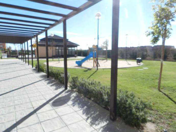 Foto 5 de Planta baja en Paseo De La Democracia / Parque Cataluña - Cañada - Soto, Torrejón de Ardoz