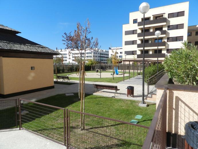 Foto 7 de Planta baja en Paseo De La Democracia / Parque Cataluña - Cañada - Soto, Torrejón de Ardoz