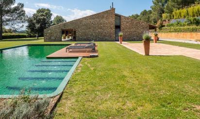 Viviendas en venta con piscina en Saus, Camallera i Llampaies