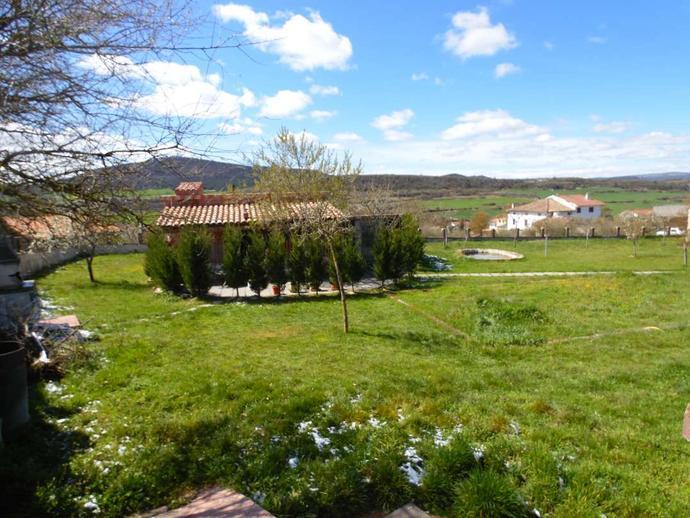 Foto 1 de Casa o chalet en venta en Calle del Monte Valle de Losa, Burgos