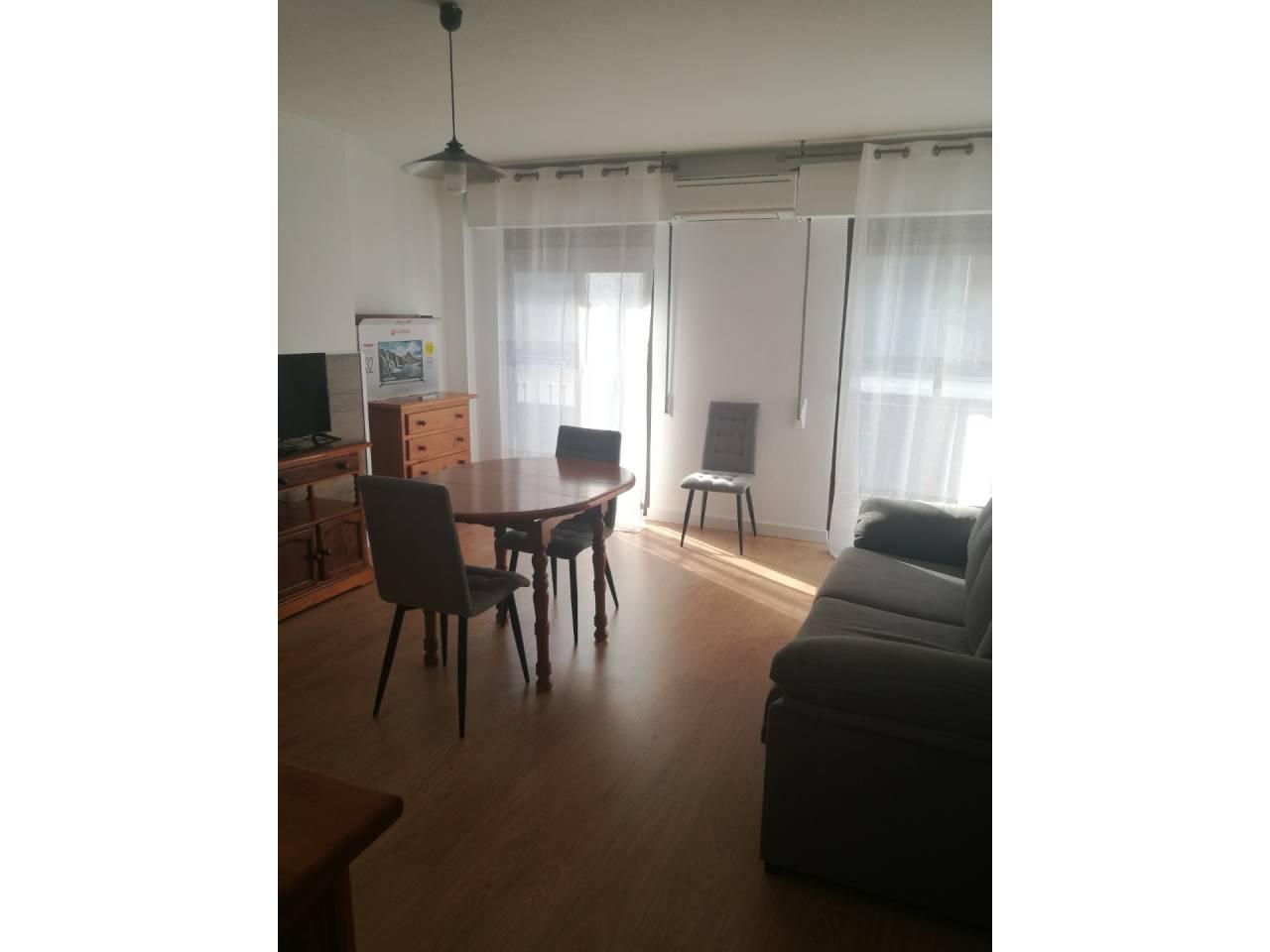 Location Appartement  Cájar. Superf. 100 m²,  3 habitaciones (1 doble,  2 individuales),  2 b