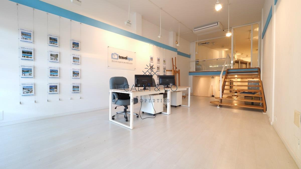 Business premise in Pollença. Céntrico y amplio local comercial de 259 m2 construidos en polle