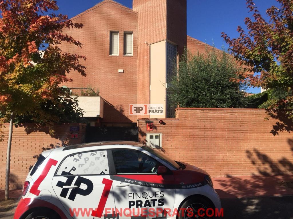 Lloguer Casa  C/ arquitecte celles. Espectacular chalet en alquiler uncio en Lleida, en vila moncada