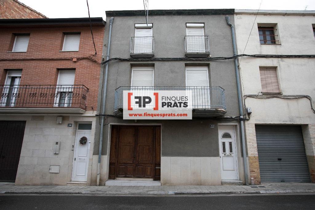 Casa  Lleida. Casa de 3 plantas a reformar en el centro de sudanell, de 513 m2