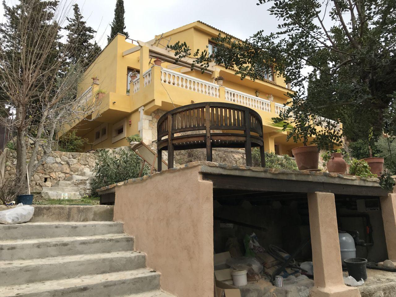 Maison  Ses rotgetes. Casa con piscina y vistas tramuntana. cinco habitaciones dos zon