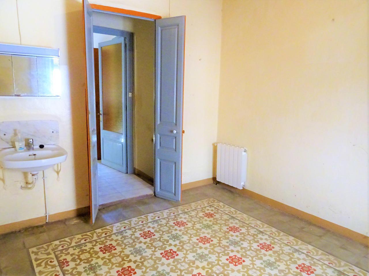 Casa en Vila-rodona. Casa de pueblo a reformar de 270 m2 en vilarodona. consta con 3