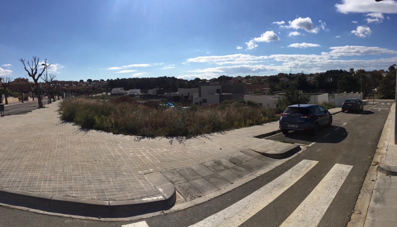 Solar urbano  Calle carrer garbí. Terreno urbano de 697,16 m2 situado en els pallaresos, 43151(tar