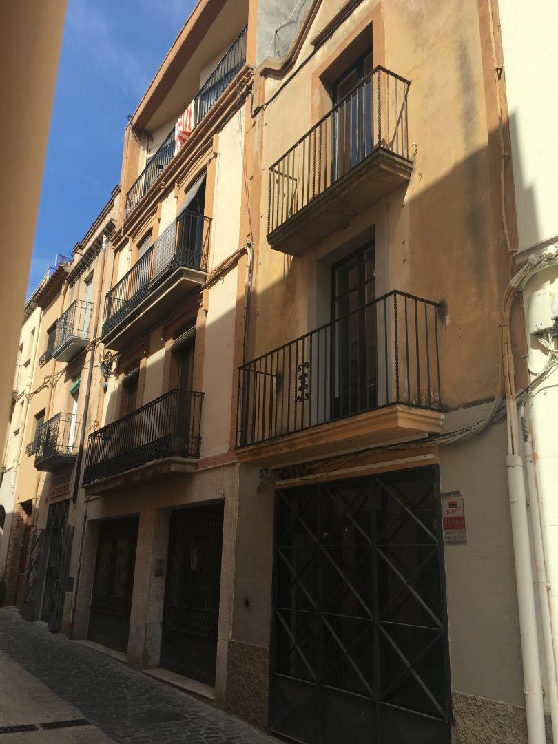 Casa  Calle riber, 25. Casa amb establiment del local, ideal per posar-hi una activitat
