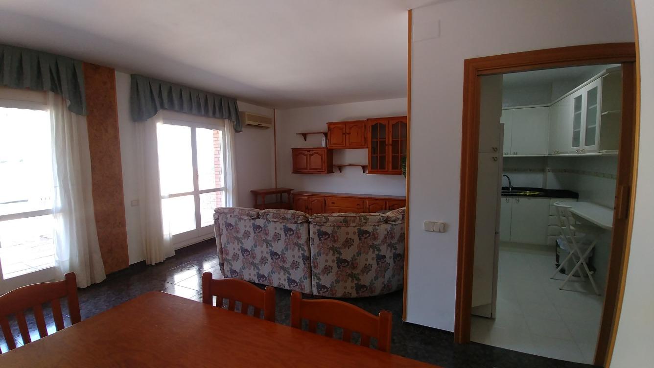 Etagenwohnung  Calle aigüestortes , 12. Piso de 60 m2 , comedor ,cocina 2 habitaciones 1 baño , terraza