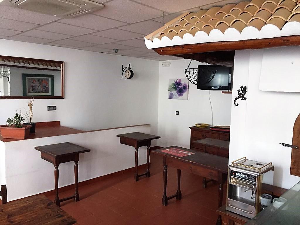 Business premise  Calle  general de balanzat. Local comercial ideal para servicio de hostelería