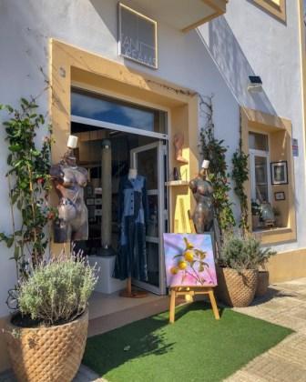 Rental Business premise  Calle paseo santa gertrudis. Amplio local en el centro de santa gertrudis.