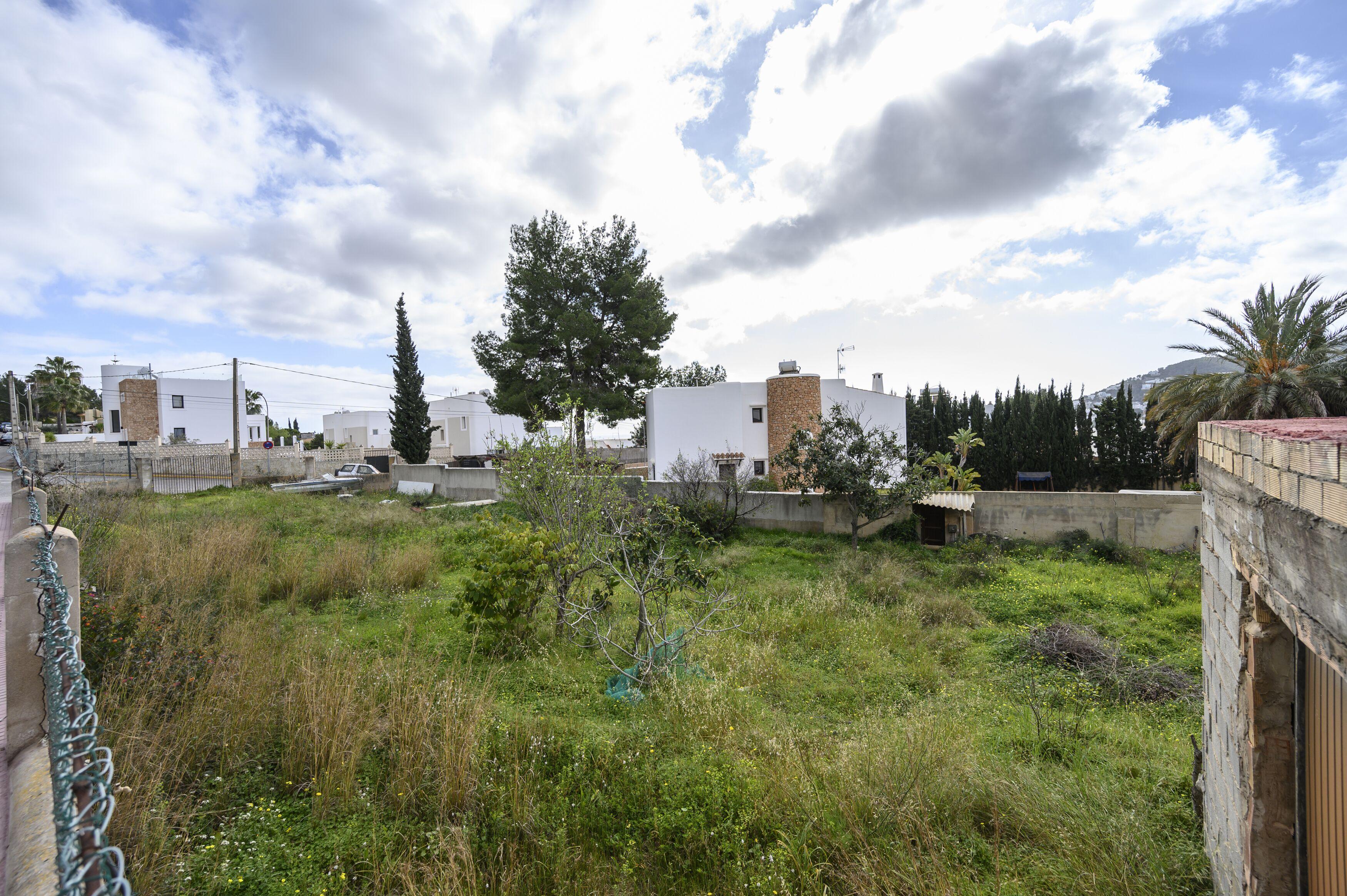 Solar urbano  Calle c/ grecia. Ideal terreno edíficable en la zona de santa eulalia.