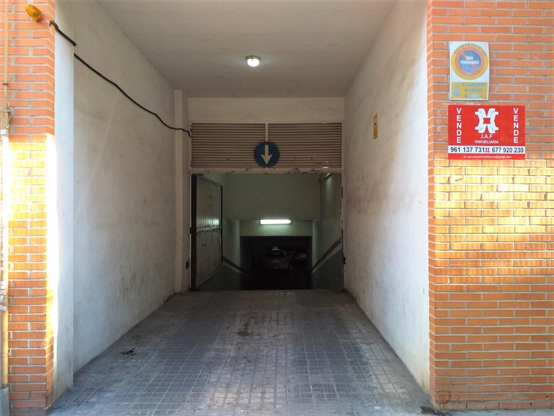 Aparcament cotxe  Calle hispanidad, 27