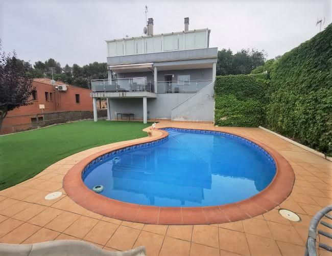 Location Maison  Urbanización de lliçà d'amunt. Gran casa aislada de 323 m2 const. en urb. de lliçà d'amunt con