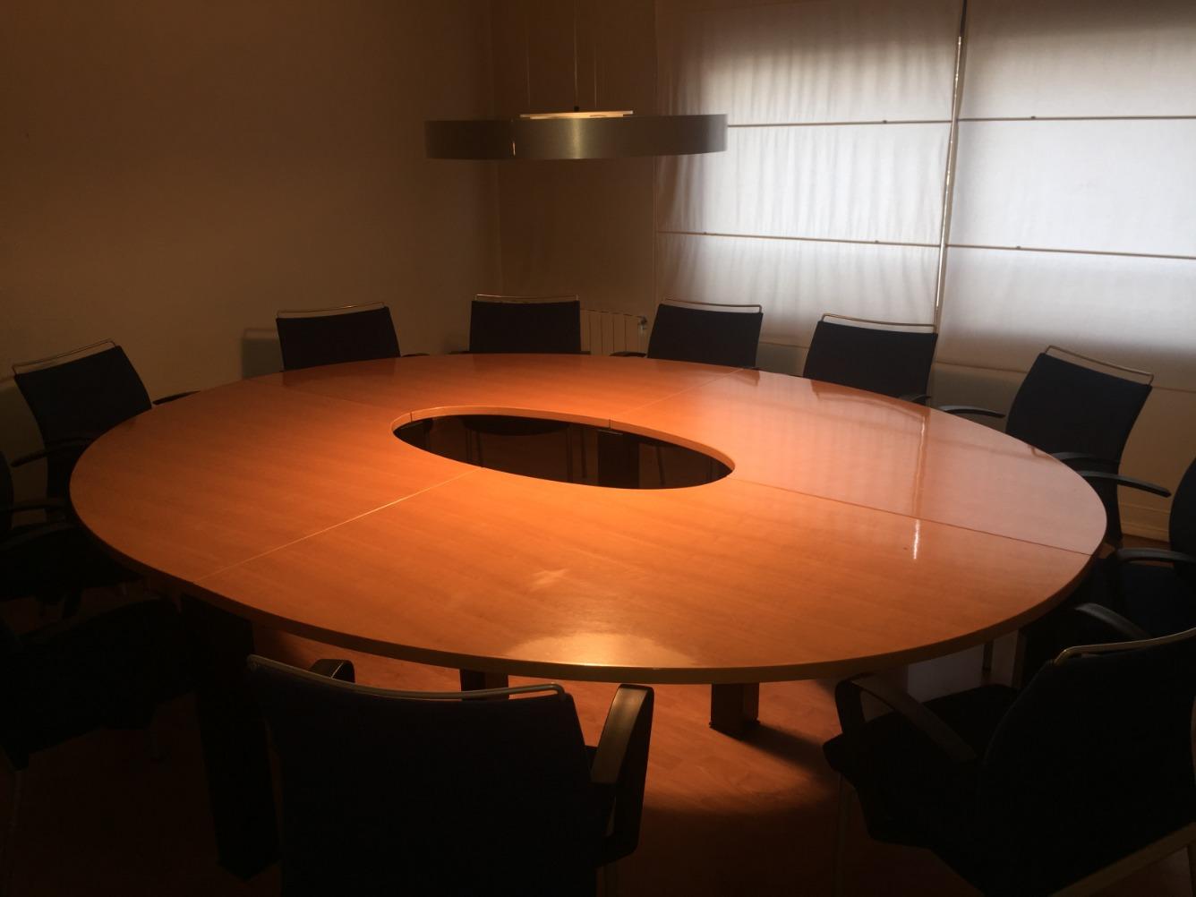 Lloguer Oficina  Calle jaume casanovas, 99. Local de 120 m2 amb 4 espais per a despatx, un despatx presidenc
