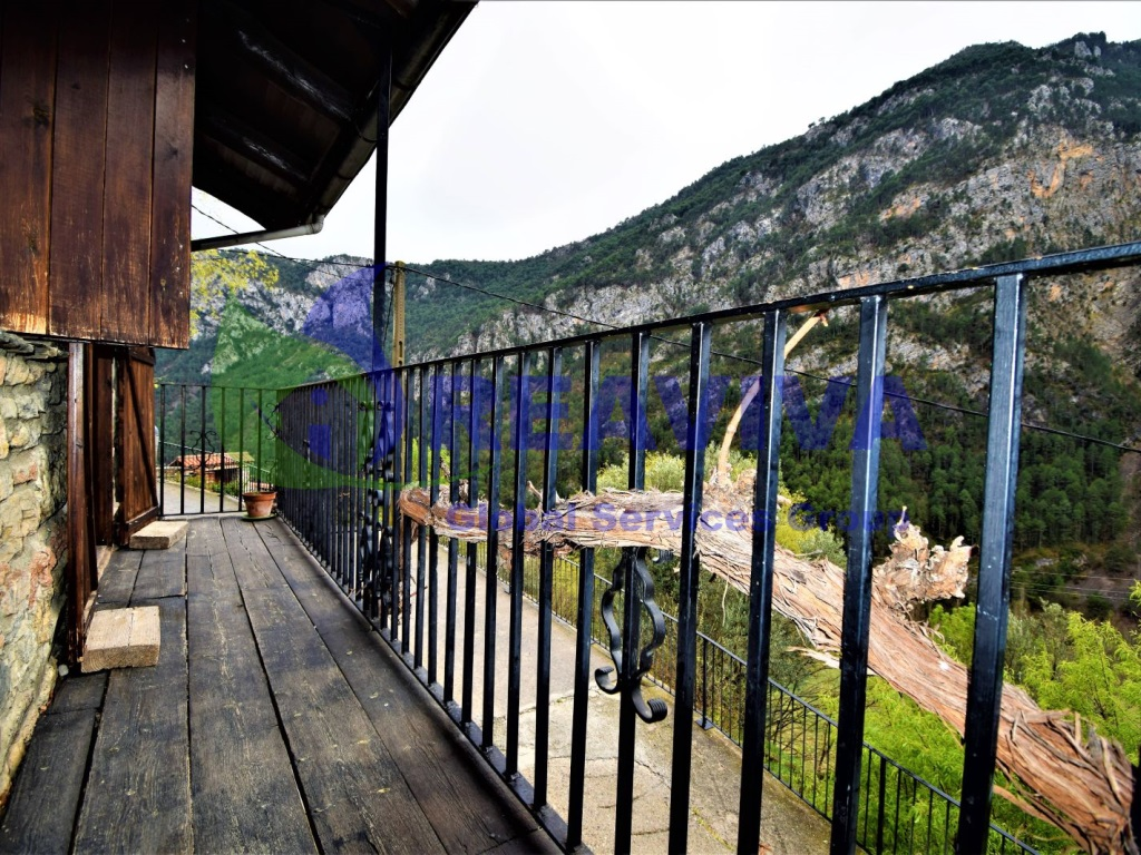 Casa  Bellpui, les valls d'aguilar, lleida, españa. Casa de estilo rústico en plena naturaleza con vistas