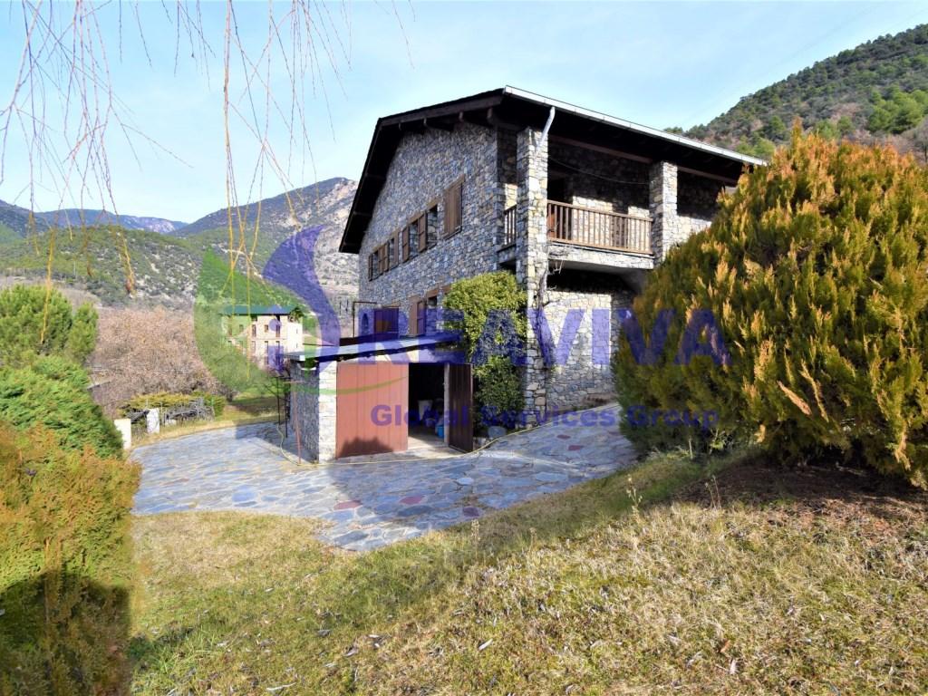 Casa  El pont d'arseguel, arsèguel, lleida, españa. Encantadora casa independiente con jardín y piscina