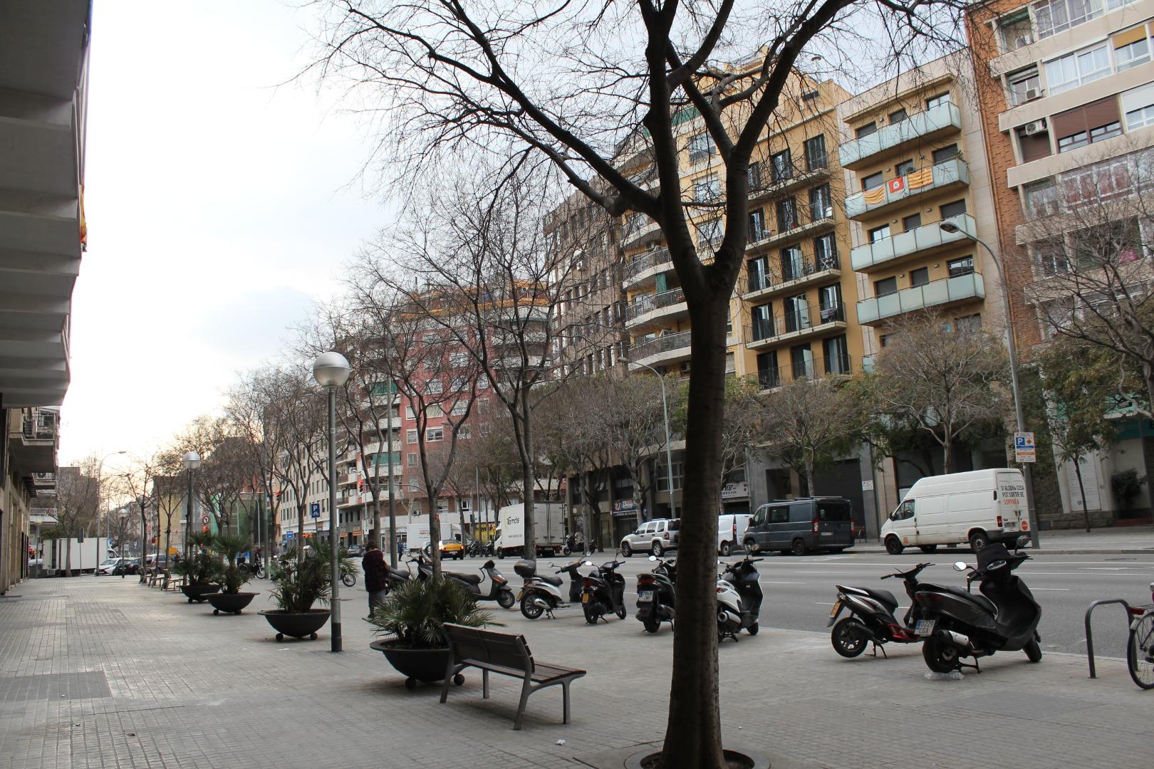 Solar urbà  Carrer d'aragó. Terreno/edificio de uso mixto en venta en calle d'aragó