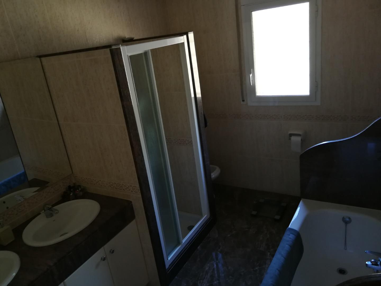 Lloguer Casa  Calle camp de l'oliver. Casa aparellada en molt bon estat (197 m2). garatge de 63 m2. pl