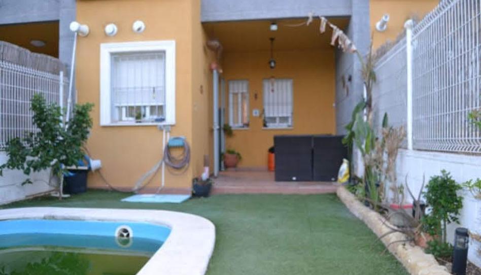 Foto 1 de Casa adosada de alquiler con opción a compra en Los Pinares - La Masia, Valencia