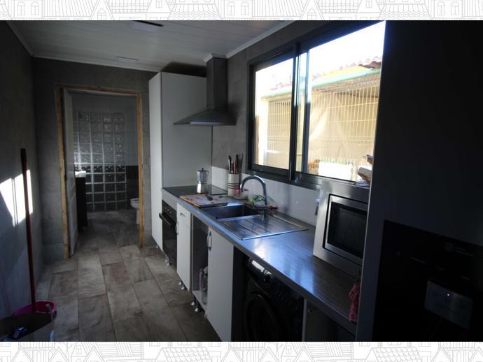Foto 2 de Casa adosada en Calle Eivissa / Passeig Maragall - Zona Estació, Gavà