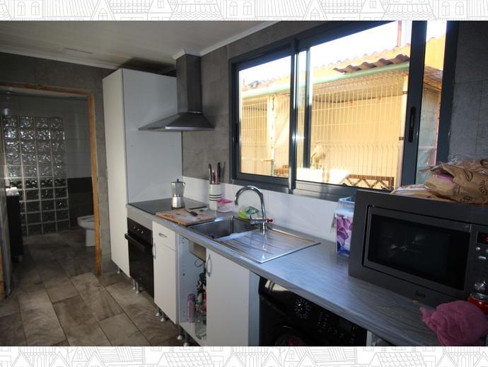 Foto 3 de Casa adosada en Calle Eivissa / Passeig Maragall - Zona Estació, Gavà