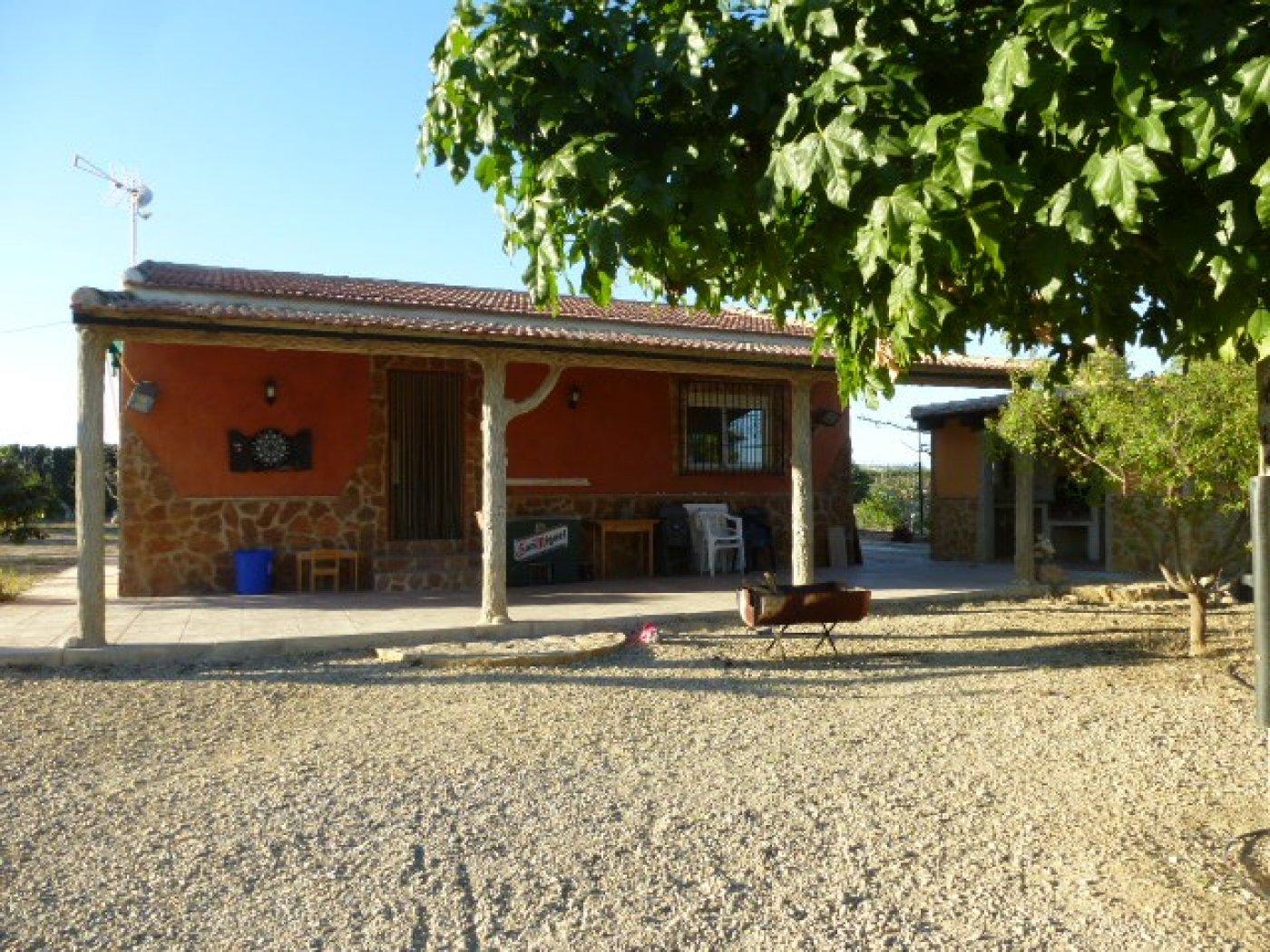 Alquiler Casa  Sangonera la seca ,base aerea. Se alquila casa para verano con terreno y piscina