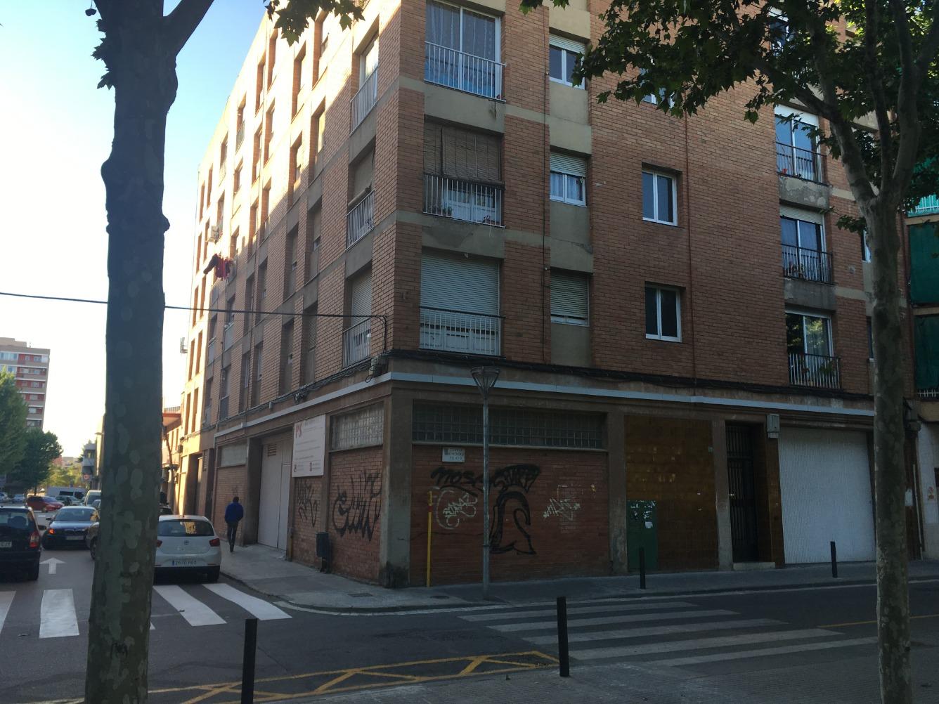 Edifici  Molins de rei, zona de - Molins de Rei. Se venden 10 pisos con inquilinos de renta antigua y dos locales