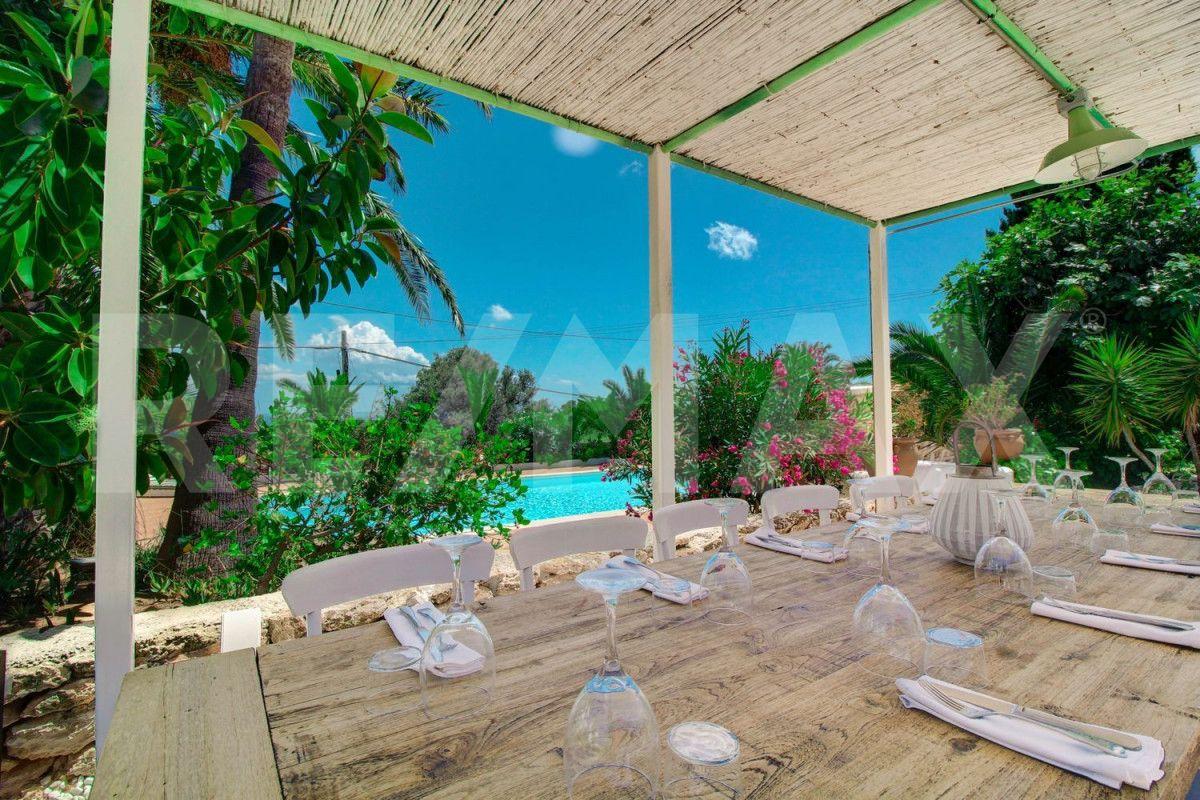 Local Comercial  Es cubells ,es cubells. Restaurante y finca con piscina y 500 años de historia situado e