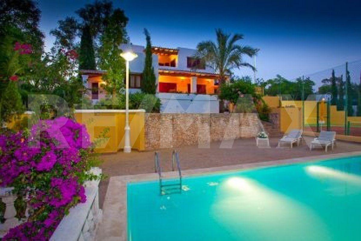 Casa  Sant antoni de portmany ,san rafael. Villa con licencia turística y grande almacén