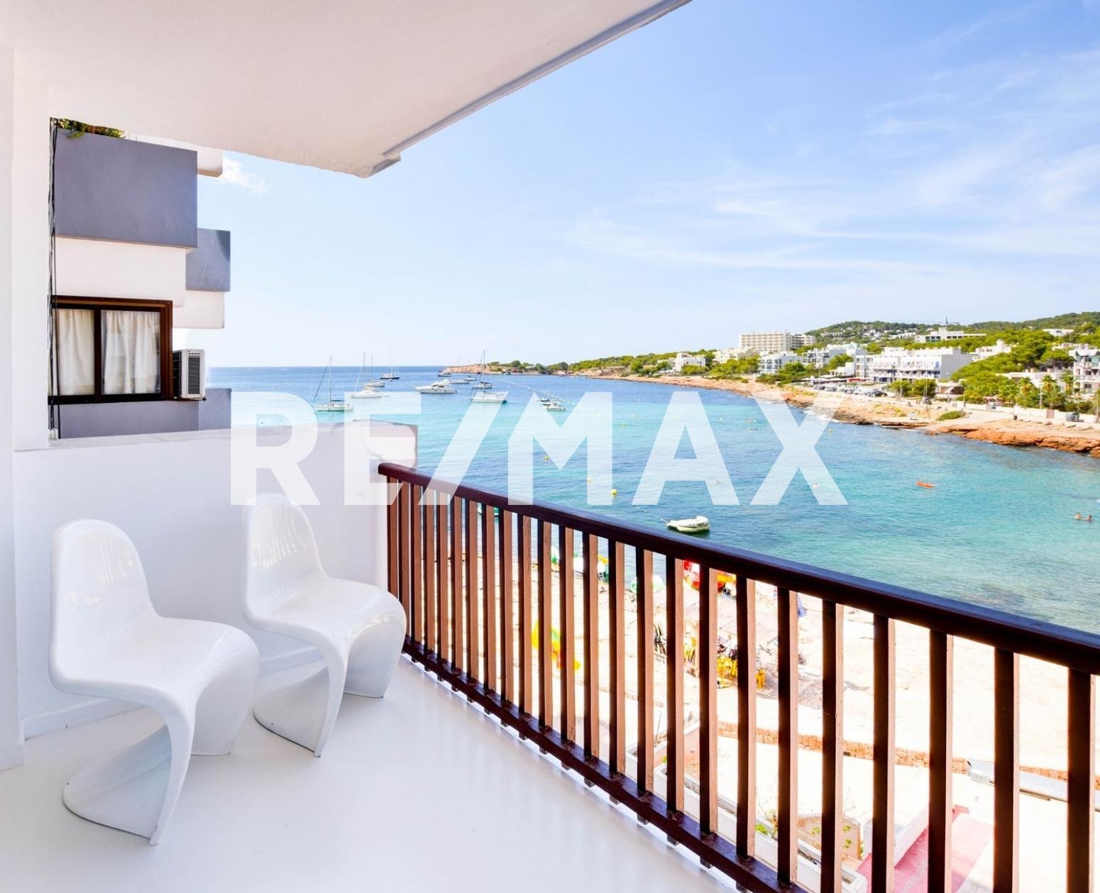 Appartamento in Sant Antoni de Portmany. Apartamento luminoso con maravillosa vista al mar, situado en el