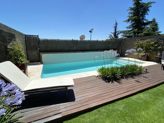 Foto 1 de Casa adosada de alquiler en Paseo Club Deportivo La Finca, Madrid