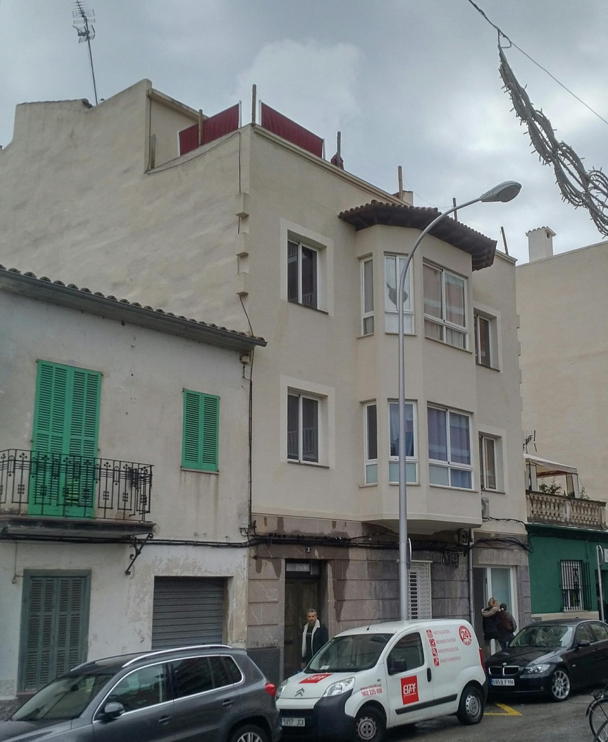 Building  Plaça serralta. Edificio en venta en palma. inversión