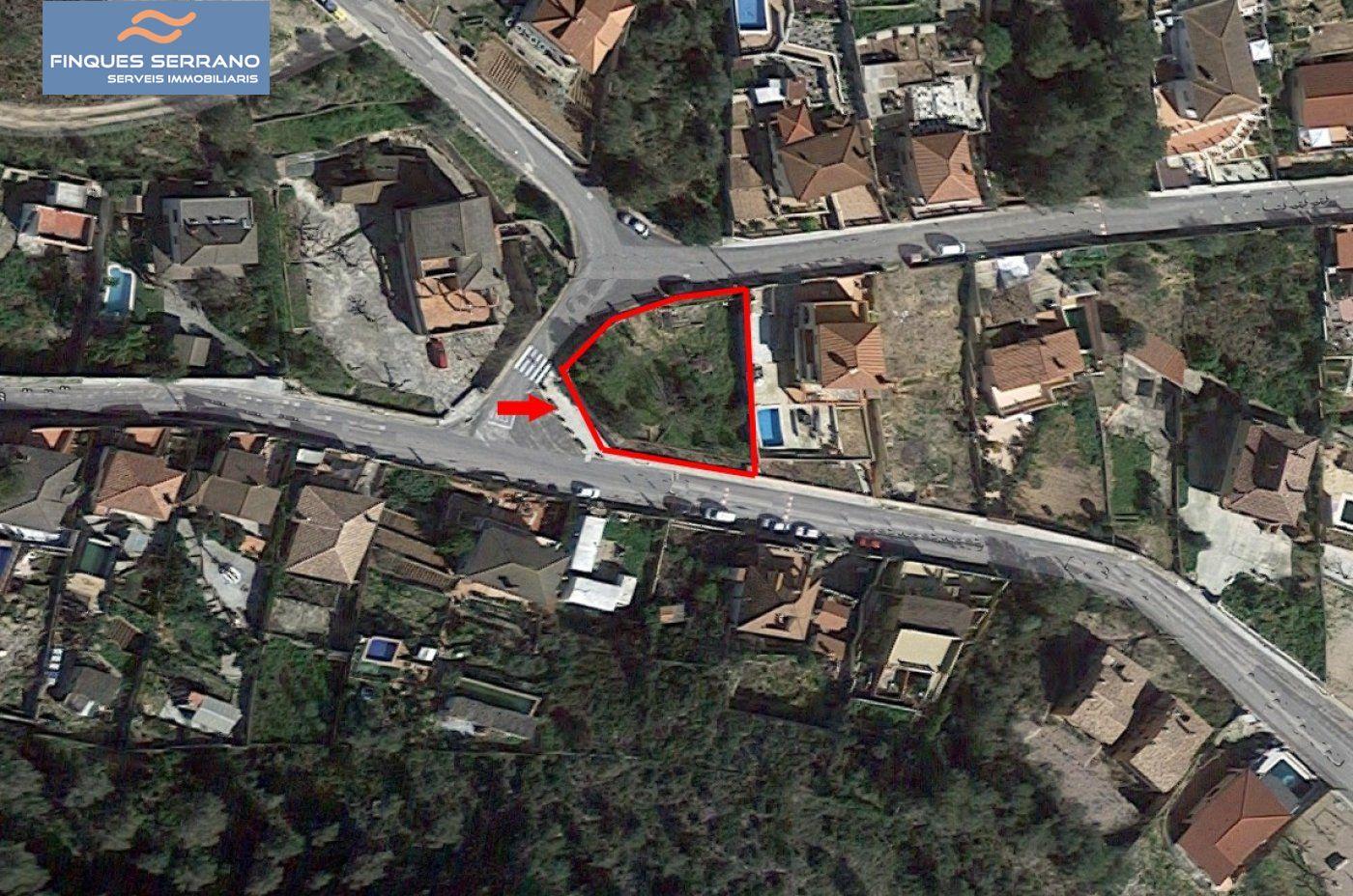 Solar urbà  Castellet i la gornal ,els rosers. Magnifico solar esquinero en una situacion privilegiada
