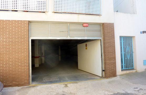 Aparcament cotxe  Calle canyeret, 17. Plaza de parking en la planta baja de un edificio de viviendas