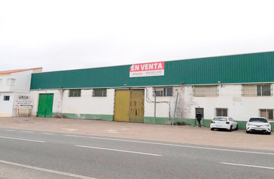 Fabrikhalle  Carretera de ocaña, 29. Conjunto de 3 naves industriales a la venta en situadas a los pi