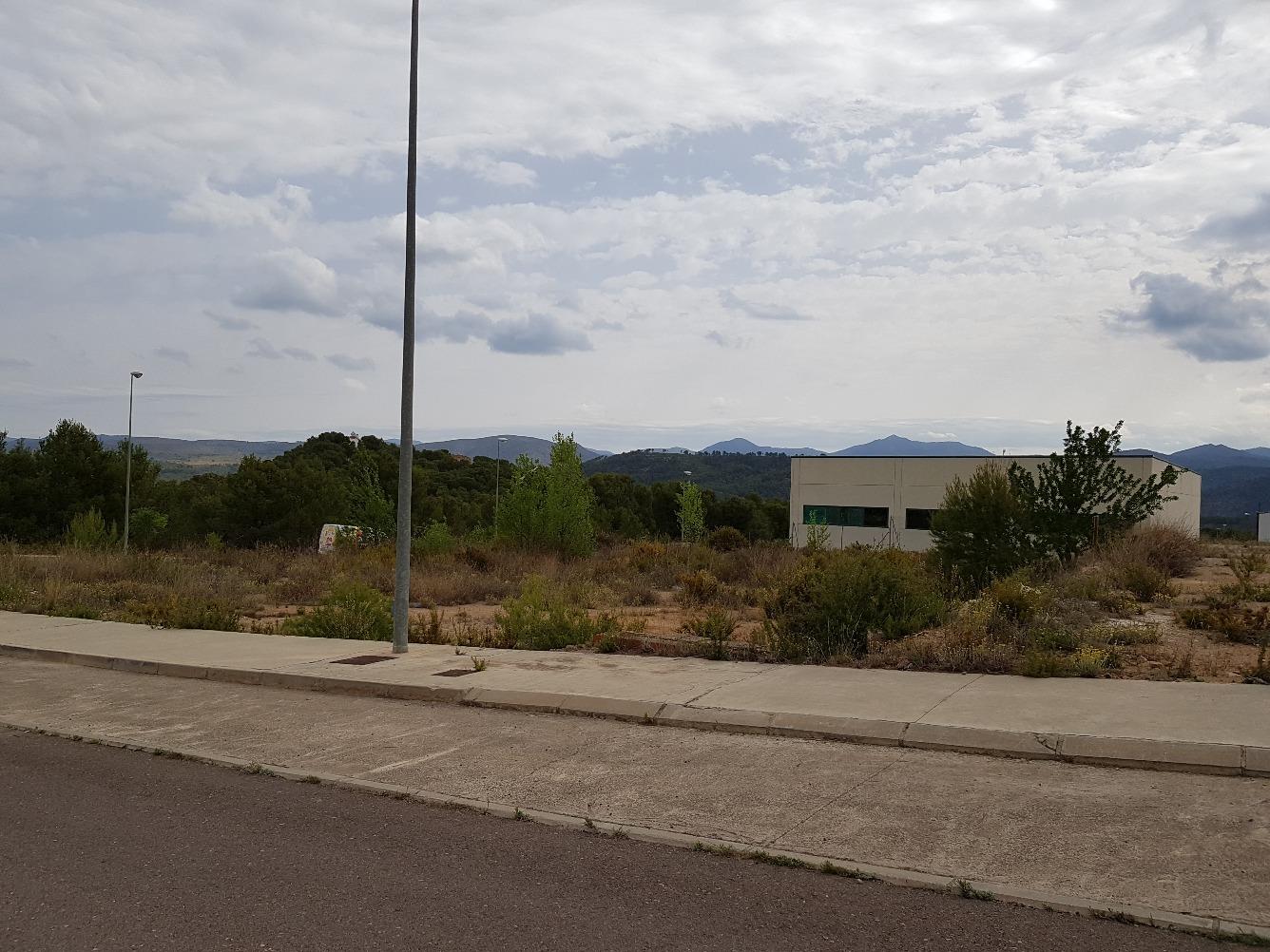 Industrial building  Calle asturias. Parcelas desde 587 y 707 m2 posibilidad de agrupación. consult