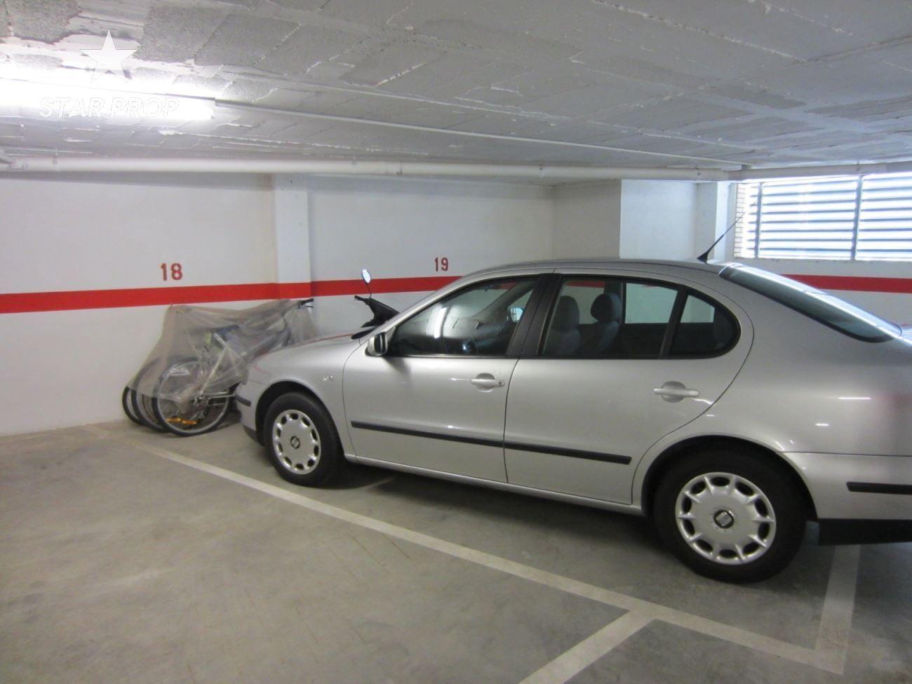 Parking coche en Llançà. Parking en el centro del puerto de llança, a un paso de todos lo