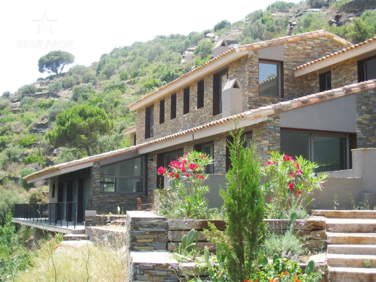 Haus in Cadaqués. Gran casa de nueva contrucción en cadaqués hermosa villa de nuev