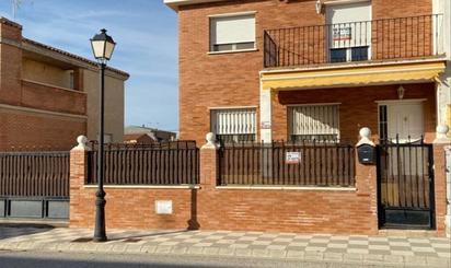Einfamilien reihenhäuser zum verkauf möbliert in España