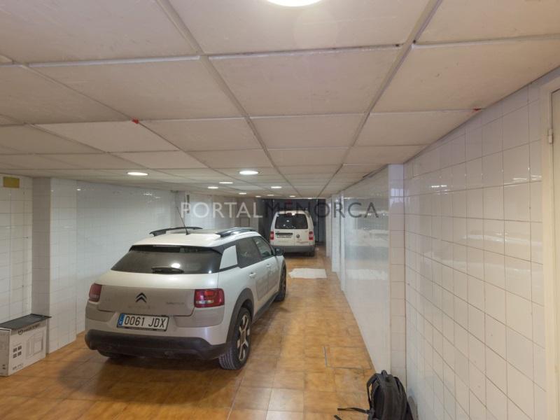 Car parking  Mahón, mahón/Maó, menorca, españa. Garaje con huerto en la parte posterior