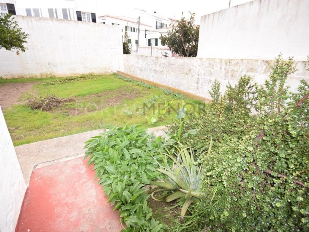 Casa  Es mercadal, es mercadal, menorca, españa. Casa de pueblo con garaje y jardín privado