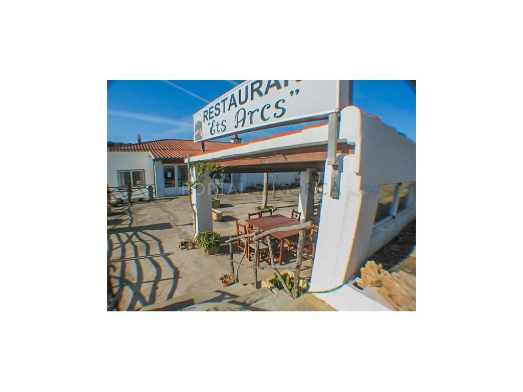 Locale commerciale  Es mercadal, es mercadal, menorca, españa. Restaurante completamente equipado y amueblado con gran terraza