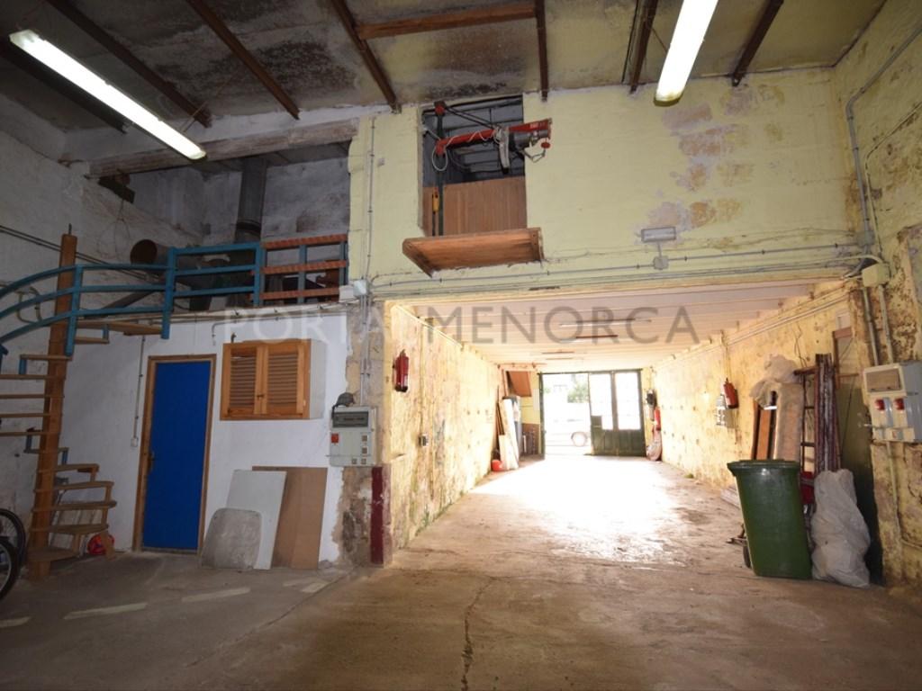 Posto auto  Es mercadal, es mercadal, menorca, españa. Gran garaje taller con posibilidad de segregar y reconvertir.