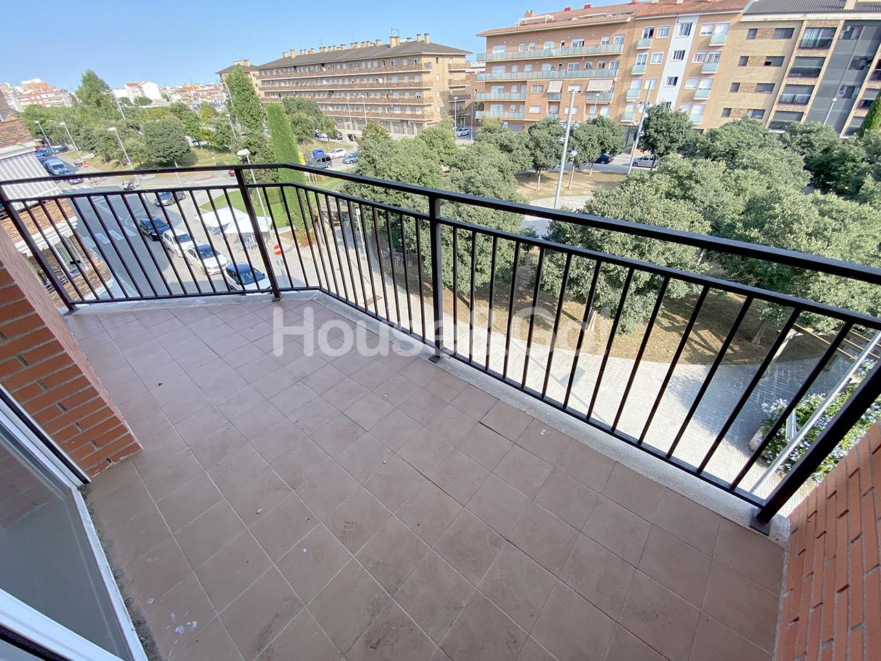 Piso  Zona paisos catalans. Piso de 2 dormitorios sin estrenar.