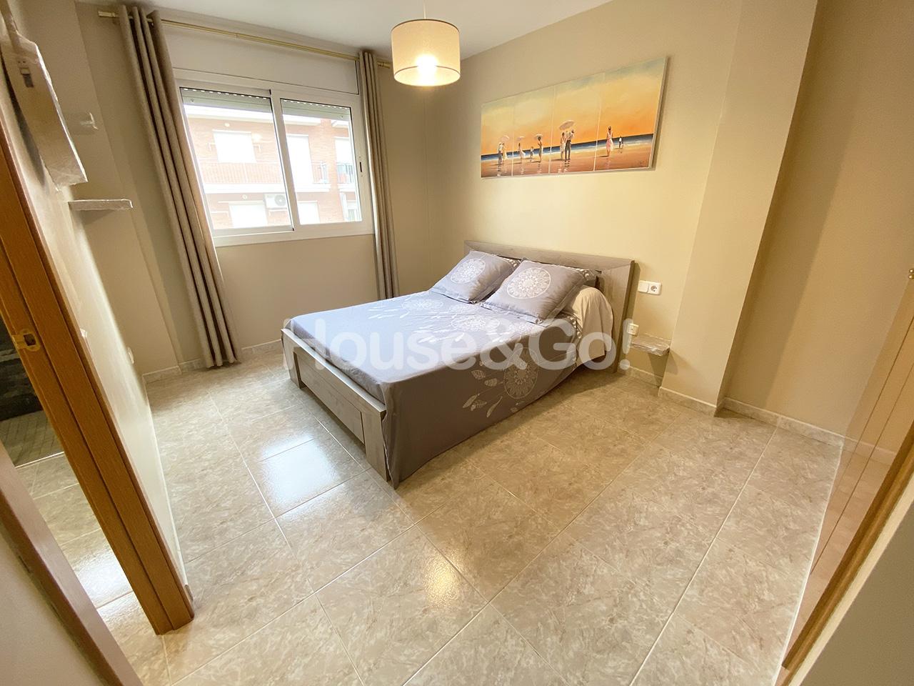 Piso  Malgrat de mar - av. paisos catalans. Piso semi-nuevo de 3 dormitorios con gran patio.