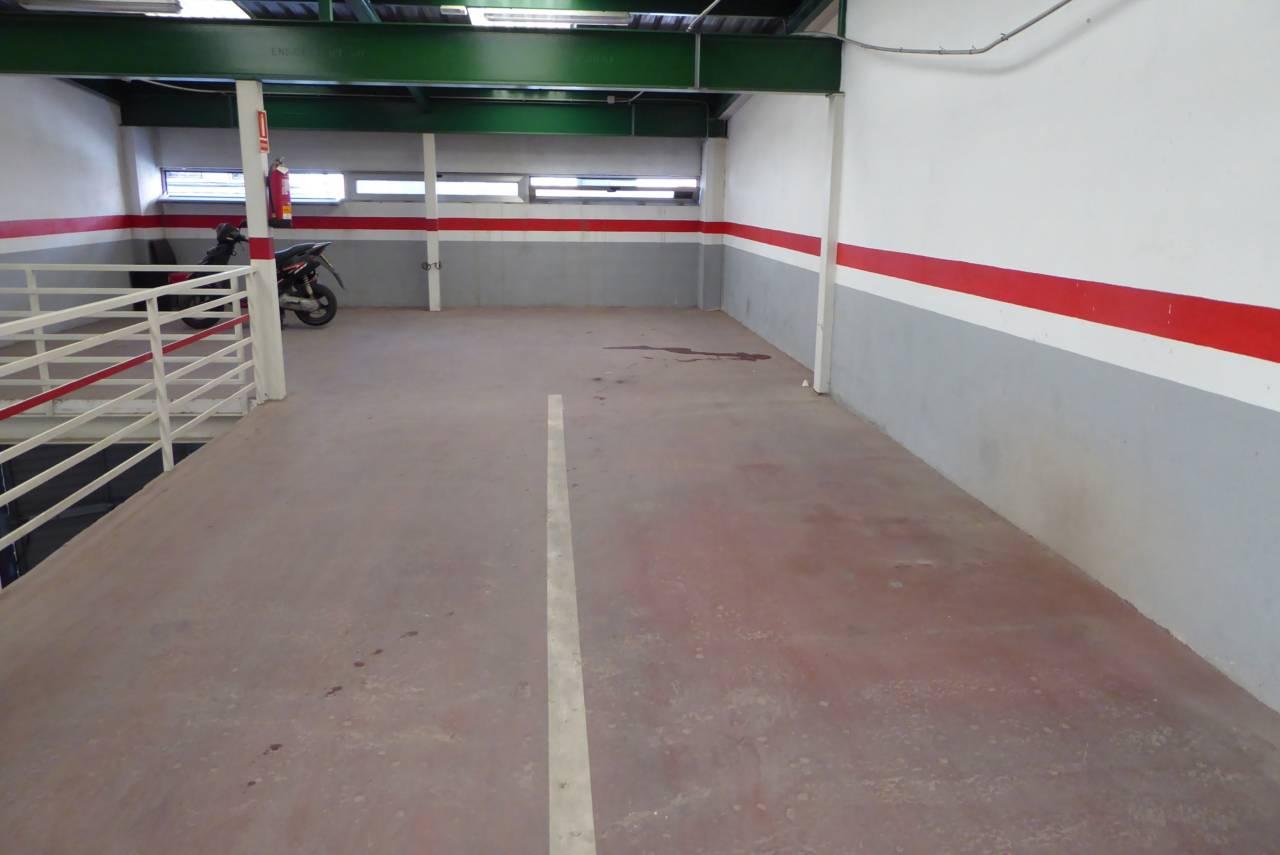Aparcament cotxe a Puerto. Plaza de parking de 80 m2, en el centro de la población.